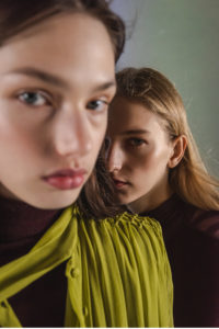Roberti Scichilone Progetto 2019 DES_PHEMMES Lookbook Commercial Mia Brammer Anna Elizabeth Villemoes Fashion Immagine 5